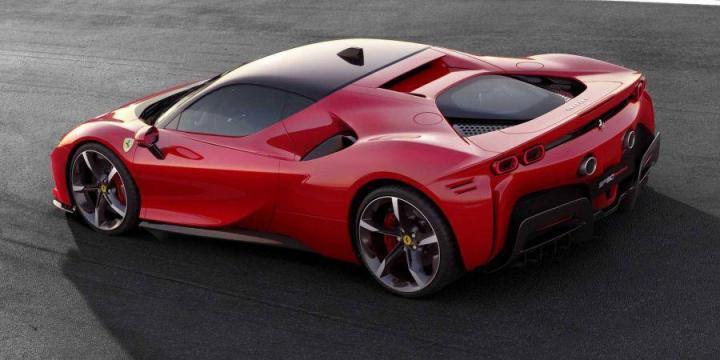 Ferrari показала свой первый подзаряжаемый гибрид (фото)