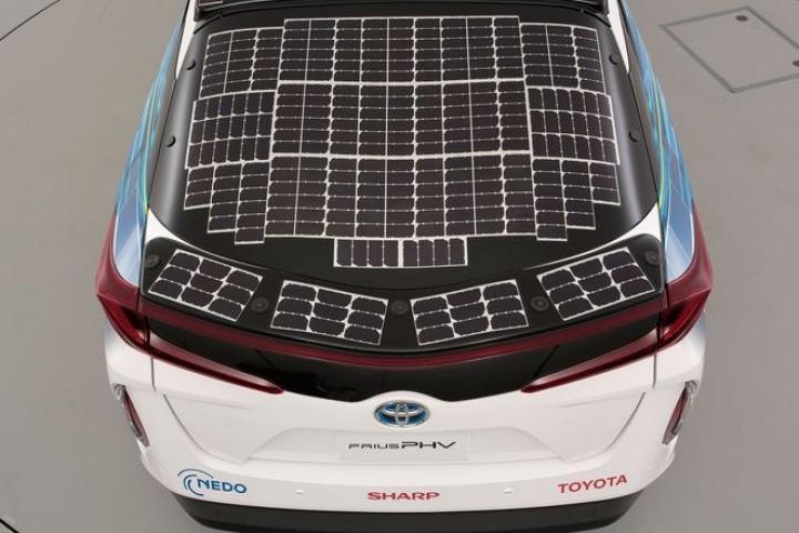 Toyota показала новый электромобиль на солнечных батареях (фото)