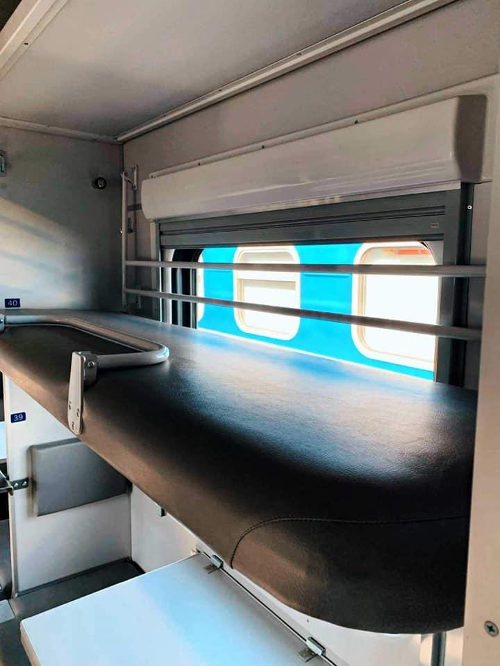 Укрзализныця показала первый плацкартный вагон после капитального ремонта (фото)