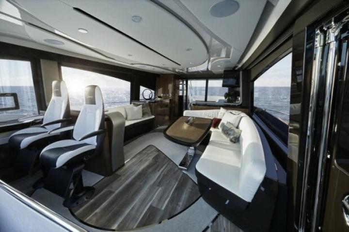 Lexus представила первую серийную яхту