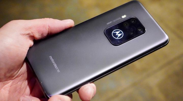 Motorola презентовала флагман с квадрокамерой (фото, видео)
