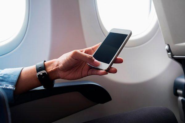 Советы по использованию мобильного телефона в самолете