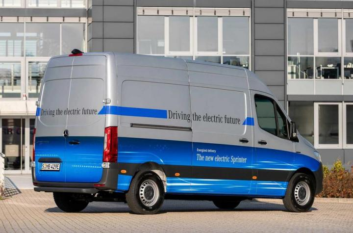 Mercedes-Benz представил электрофургон, который за 30 минут заряжается до 80% (фото)