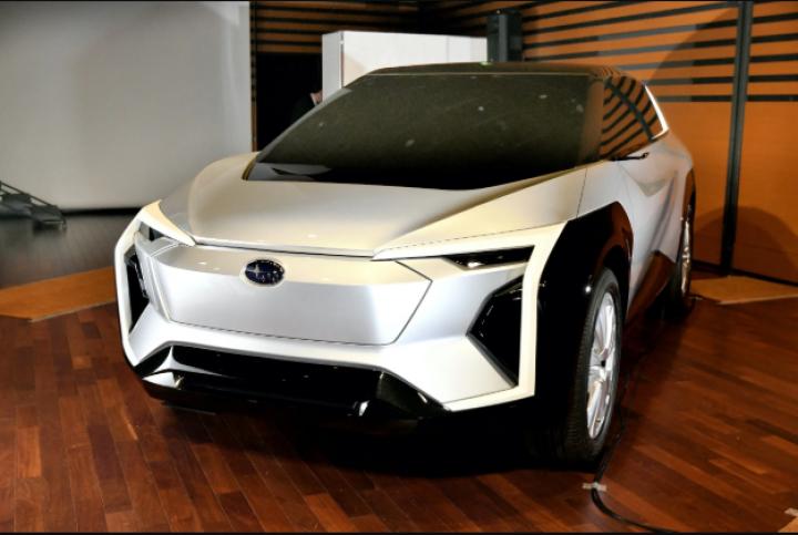 Subaru представила прототип собственного электрического кроссовера (фото)