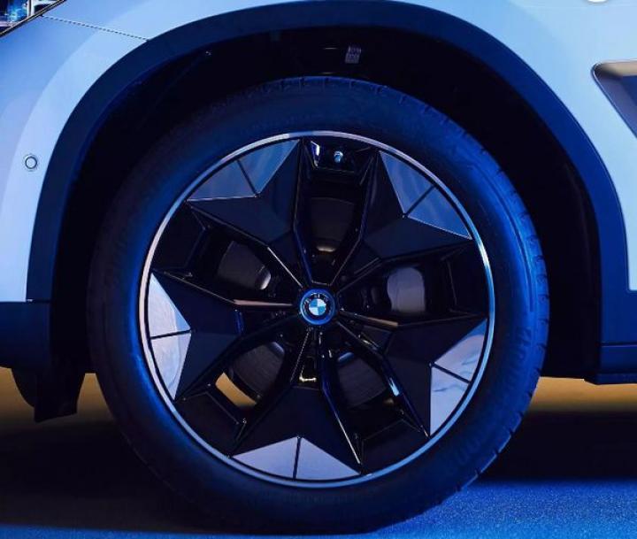 Электрический BMW iX3 получит особые аэродинамические колеса (фото)