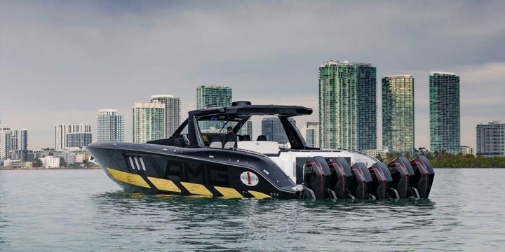 Mercedes представила скоростной катер в стиле внедорожника (фото)