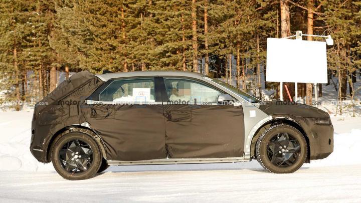 Серийный кроссовер Hyundai 45 EV впервые заметили на тестах (фото)