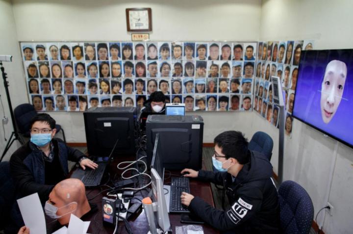 В Китае разработана технология распознавания лиц в масках (фото)