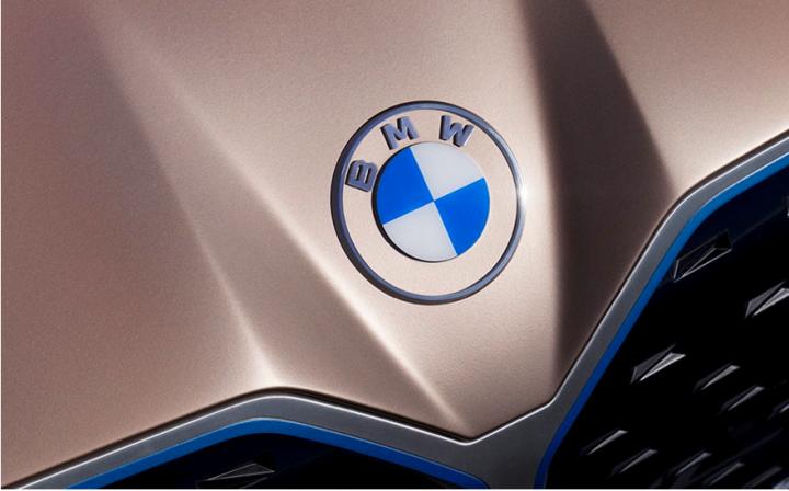 BMW представила новый логотип: для эры электрокаров (фото)