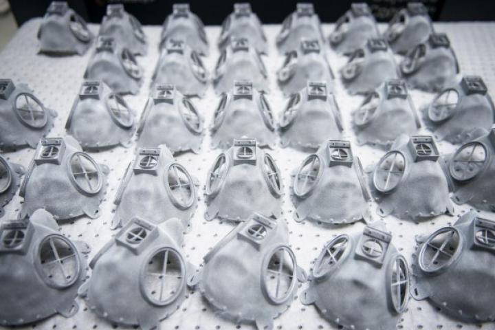 В компании Skoda на 3D-принтерах начали печатать защитные респираторы (фото)