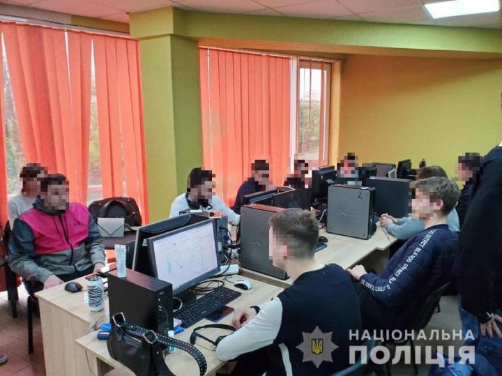 Мошеннические колл-центры маскировались под службы безопасности банков - киберполиция (фото)