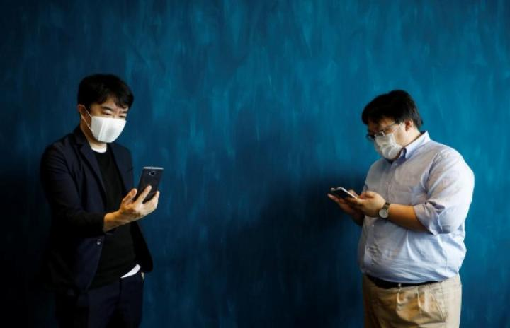 Японский стартап создал умную маску для пандемии коронавируса (фото)