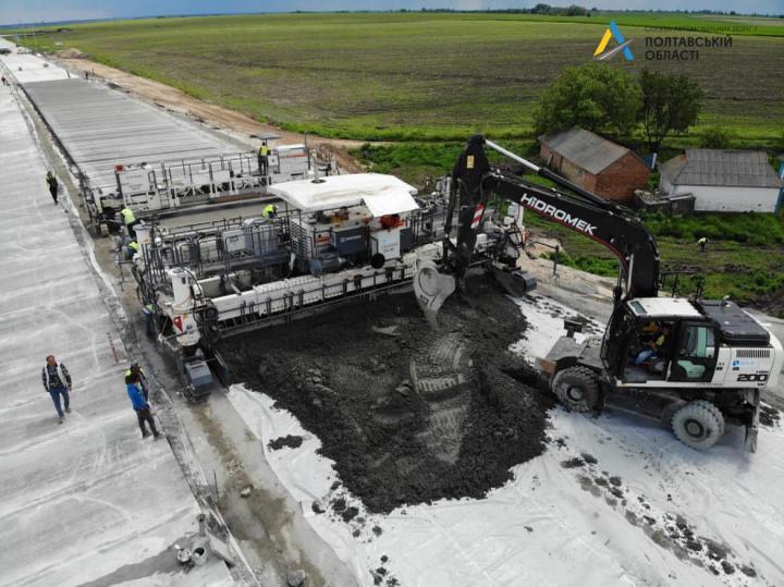 Криклий сообщил, когда сдадут в эксплуатацию первую в Украине бетонную дорогу (фото)