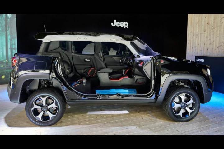 Jeep представил гибридный внедорожник Renegade 4xe