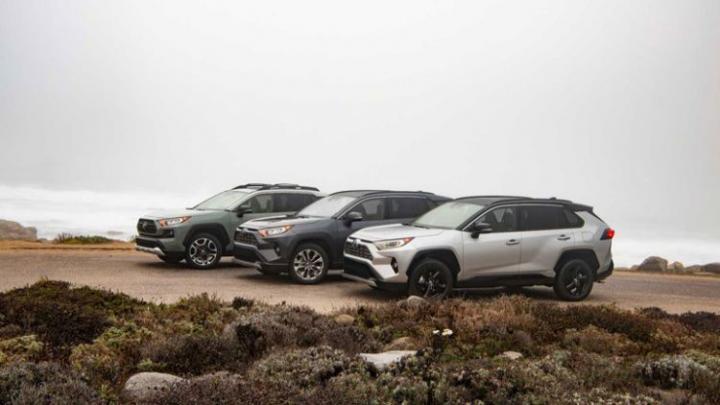 Toyota официально показала обновленный кроссовер RAV4 (фото)