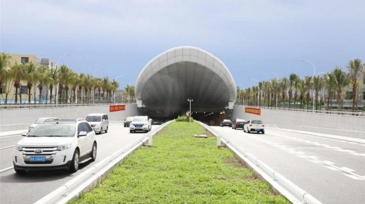 В Китае за год построили автомобильный тоннель под рекой (фото)