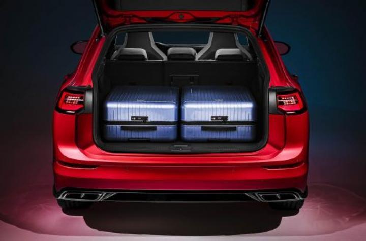 Volkswagen представил новый Golf с кузовом универсал и внедорожную версию (фото)