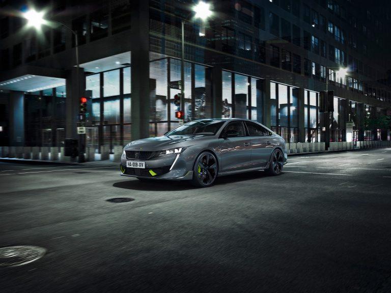 В компании Peugeot выпустили самый мощный гибрид бренда