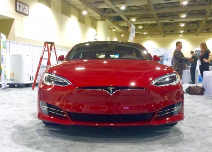 Tesla представила новую модификацию Model S Plaid с рекордной автономностью (фото)