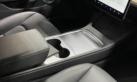 Интерьер Tesla Model 3 обновили для защиты от воров