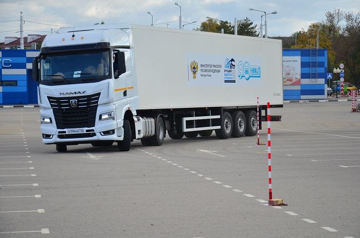 В Крыму определили лучшего водителя грузовика в России