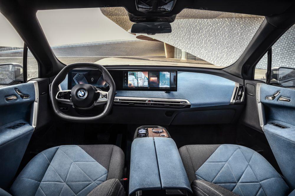 BMW представила электрокар с двумя двигателями (фото)