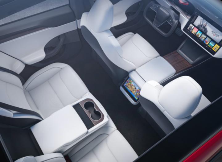 Tesla показала обновлённый интерьер электрокара Model S