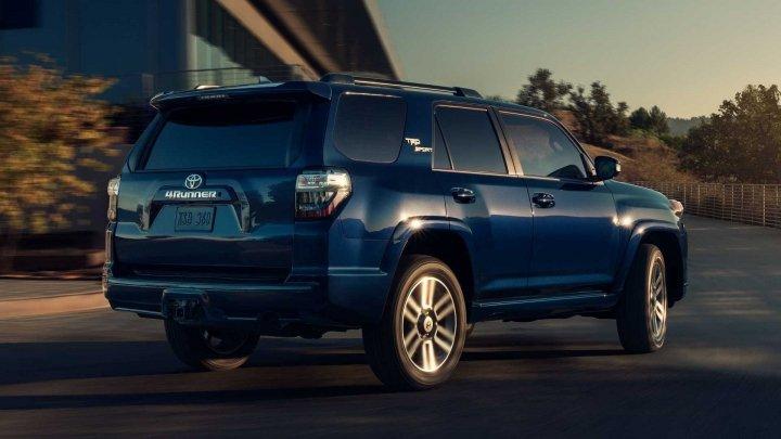 Toyota представила обновленный 4Runner в спортивном исполнении TRD (фото)