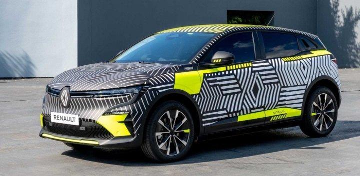 Renault показала электрический кроссовер MeganE