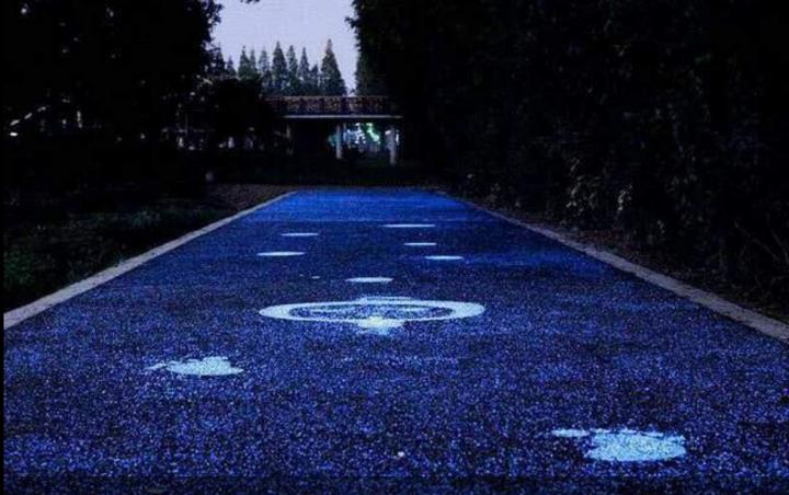 В Великобритании изобрели технологию освещения дорог без электричества (фото)