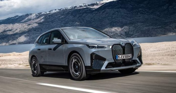 Электрический кроссовер BMW iX представлен официально (фото, видео)