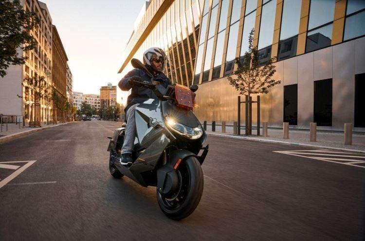 BMW представила футуристичный электрический скутер