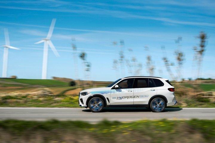 BMW раскрыла подробности о водородном кроссовере iX5 Hydrogen