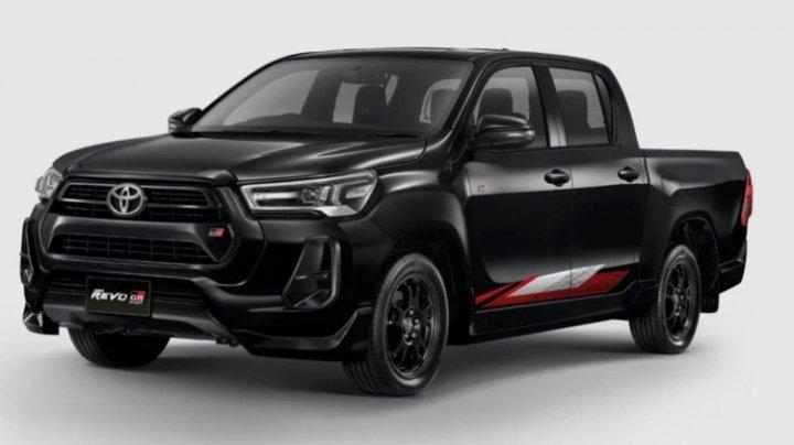 Toyota представила две спецверсии пикапа Hilux (фото)