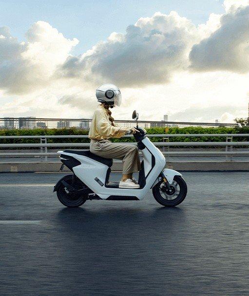Honda выпустила супердоступный электрический скутер (фото)