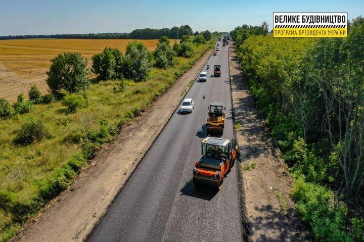 В Черкасской области восстановили участок трассы Золотоноша - Умань
