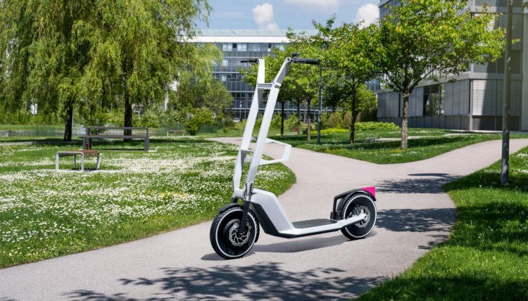 BMW представила концепты электрического самоката и велосипеда-трицикла (фото)