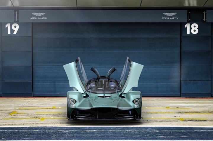 Aston Martin представил новый суперкар