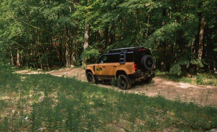 Land Rover представил мощный внедорожник с камерами на 360 градусов