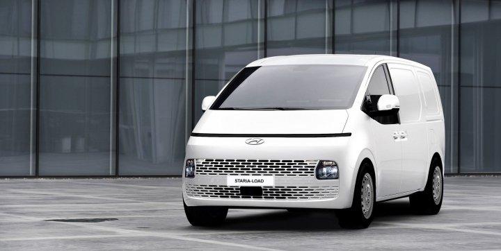 Hyundai начала продавать бюджетную версию Staria в формате фургона (фото)