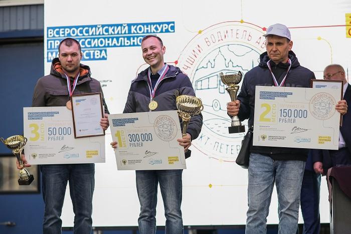 Определены лучшие водители автобусов в России