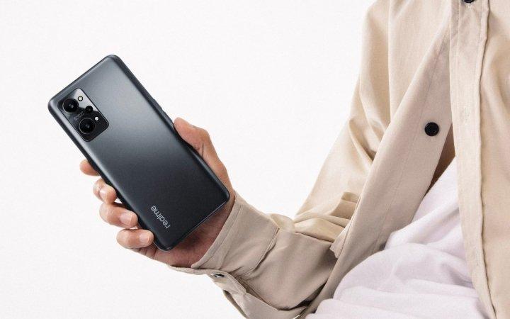Realme представила смартфон с тройной камерой и быстрой зарядкой